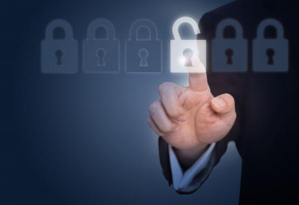 Prevenir fraudes no ambiente virtual começa pela verificação de dispositivos e autenticação de identidade