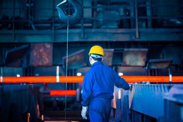 Confiança da indústria recua e registra menor nível em 1 ano