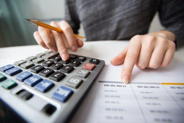 Endividamento das famílias fica em 42,2% em outubro, aponta BC