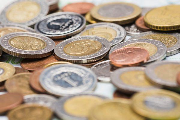 Pressionada por plano de saúde e energia, inflação fecha 2018 em 3,75%, abaixo da meta