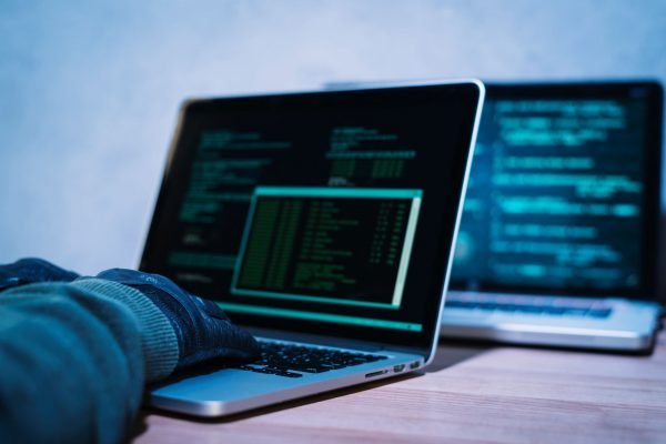 Dia da Internet Segura: como se proteger dos cibercriminosos