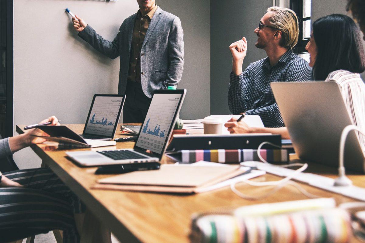 Engajamento de clientes B2B: conheça 4 maneiras de gerar comprometimento